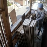 屋根葺き材搬入。