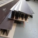 唐草。軒先先端の水切りと屋根葺き材取付の為の部品。